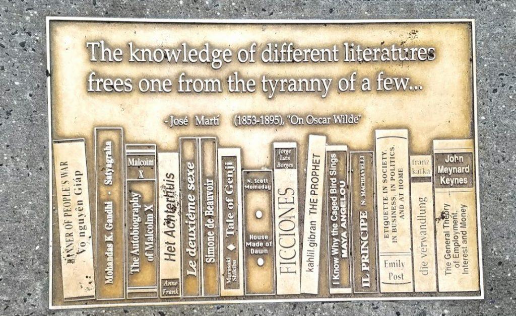 Uma das placas do Library Way