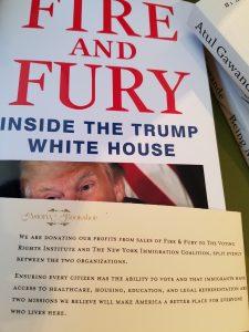 Como toda boa livraria independente, a Astoria Bookshop não apoia as políticas da atual administração americana.